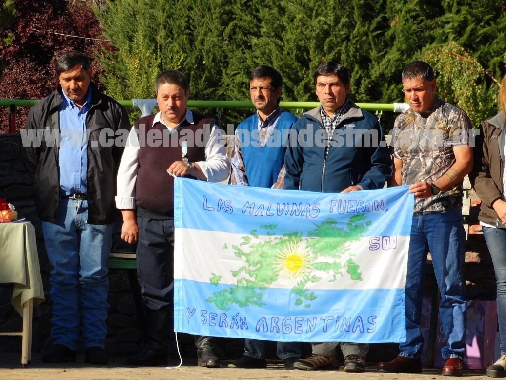 Ex combatientes de Cholila, junto al intendente Silvio Boudargham