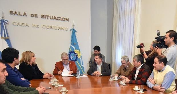 Das Neves encabezó firma de convenio para la obra del puente de Rawson