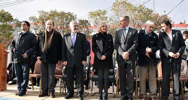 Das Neves presidió en Rawson el acto por el Bicentenario