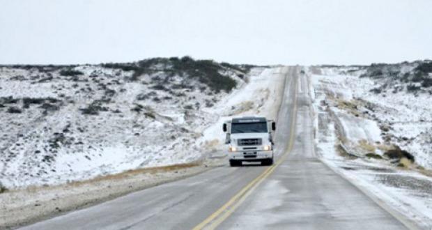 Está parcialmente cortada la ruta entre Paso de Indios y Tecka por acumulación de nieve