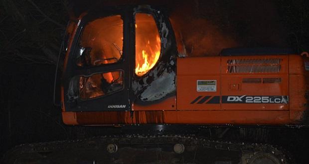 Investigan atentado contra maquinas que realizan tendido eléctrico en El Bolsón y una cabaña en El Hoyo
