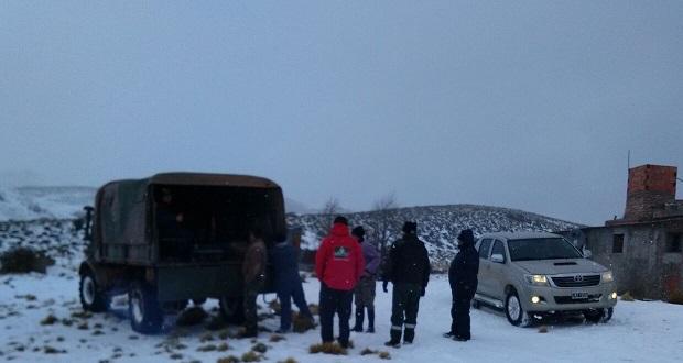 Rescataron a familia en cercanías de Gastre que se encontraba aislada por la nieve 2