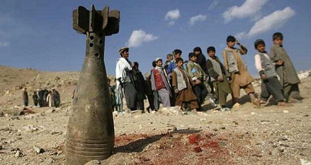En Afganistán los chicos caminan entre bombas.